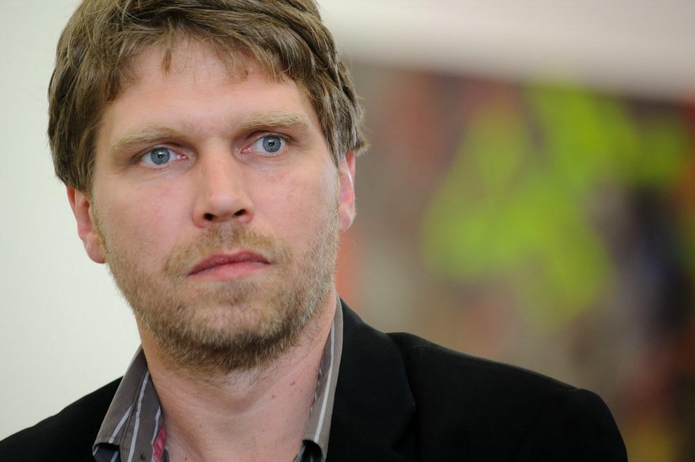 Künstler Maler Berlin jonas burgert shooting mit tiefgang kunstleben berlin jonas