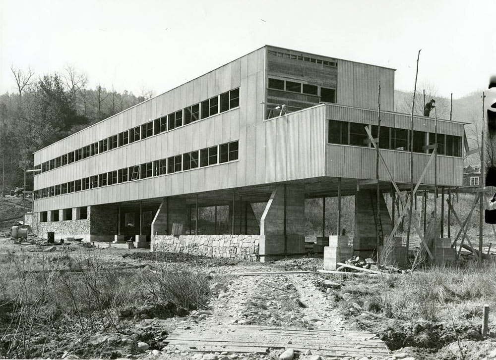 Black Mountain College: Collegegebäude, A. Lawrence Kocher (Architekt), Lake Eden Campus, 1940-41. © Courtesy of Western Regional Archives, States Archives of North Carolina