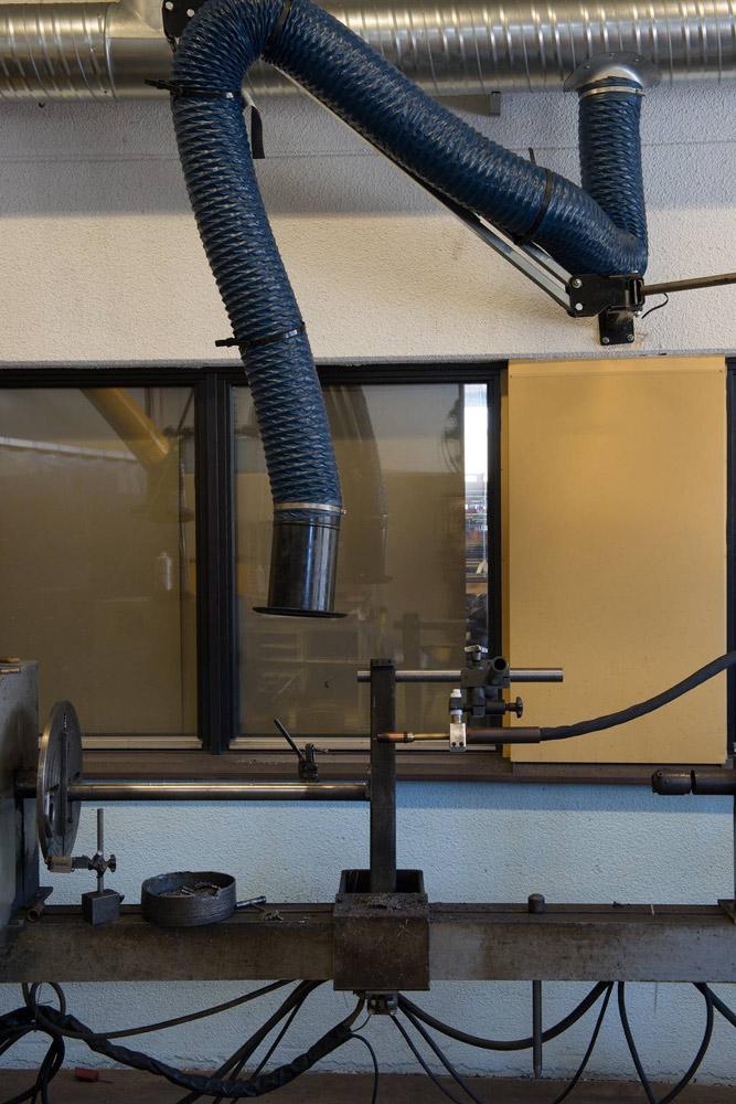 csm_05_Arbeitsplatz_in_der_Metallverarbeitung_Absauganlage_fd86b56e2e