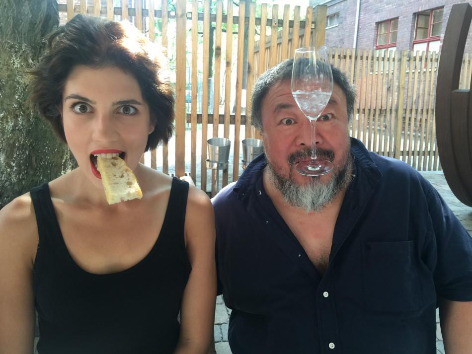 """Gründerin der russischen Künstler- und Politgruppe Pussy Riot, Nadeschda Tolokonnikowa und Ai Weiwei, Quelle: """"CINEMA FOR PEACE Foundation"""