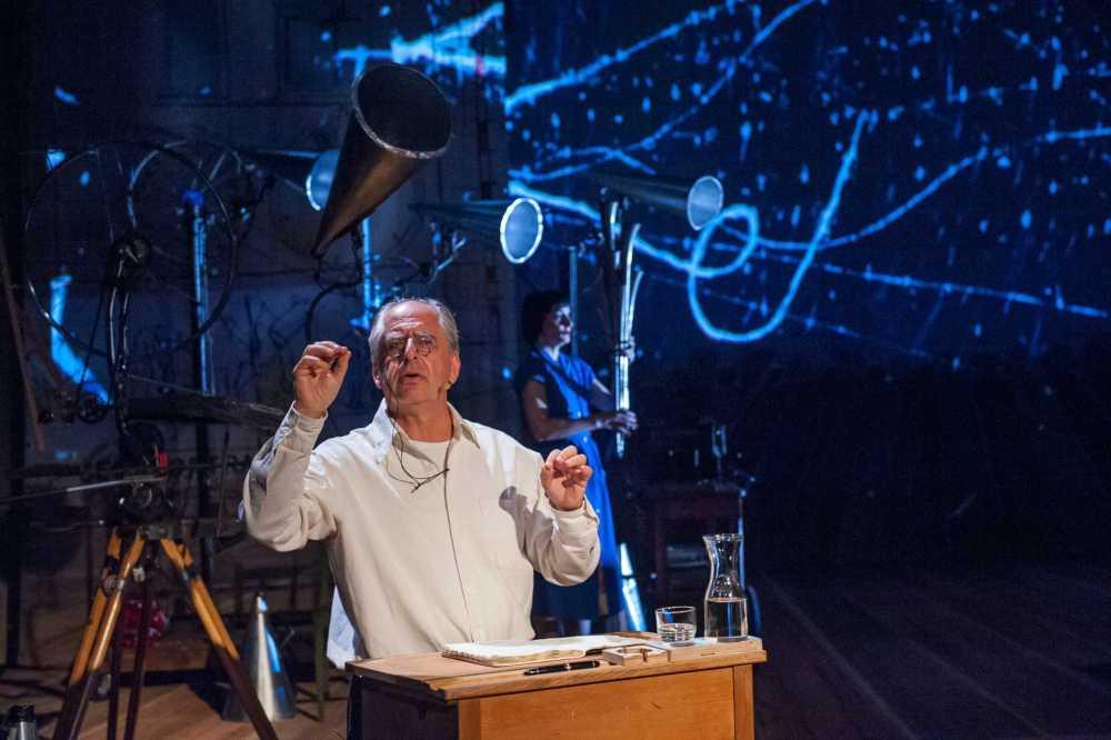 William Kentridge REFUSE THE HOUR, 2012 in Zusammenarbeit mit Philip Miller, Dada Masilo, Catherine Meyburg, Peter Galison Photo: John Hodgkiss © Stephanie Berger