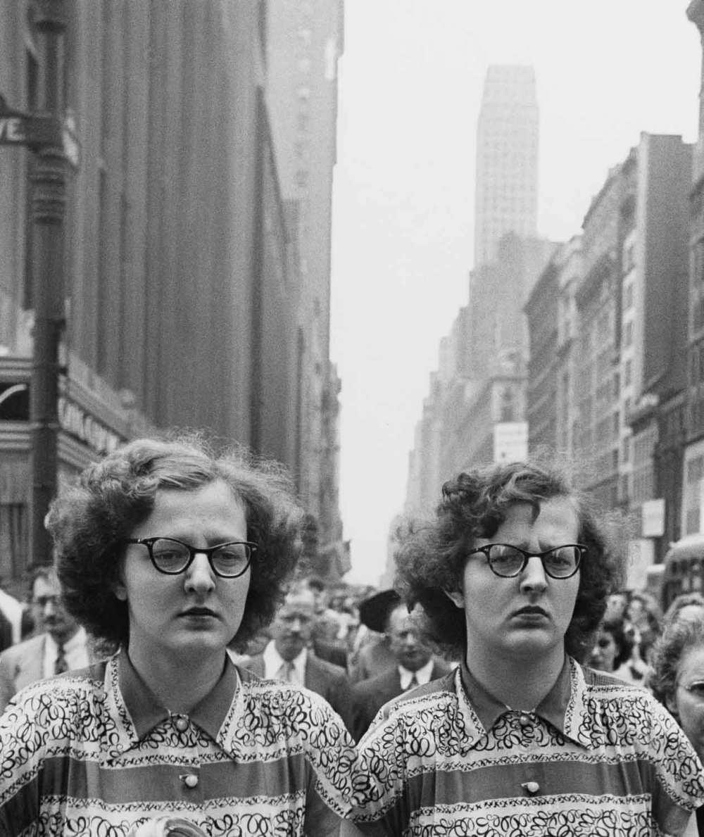 © Estate of Louis Faurer, New York, 1948