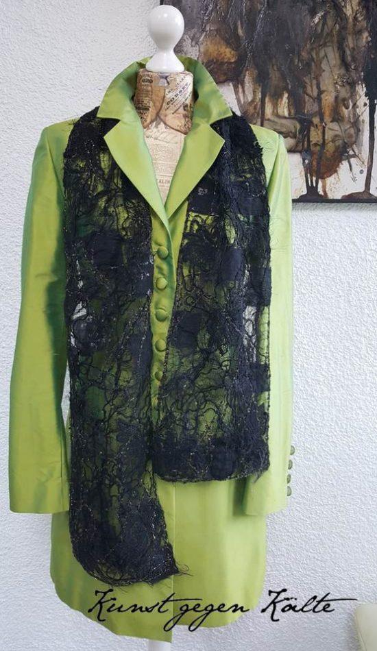 Maße: 1,64 cm x 22 cm Material: textile Garne, Fäden, Stoffe Waschbar bei 30 Grad Schal: Gespinst aus dem Atelier Madame le Chat