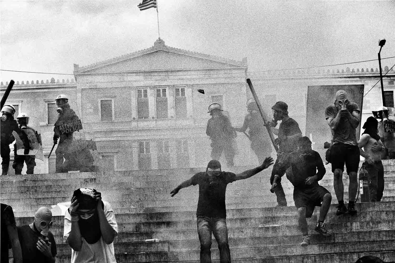 """Fotografien von Nikos Pilos aus der Langzeit-Fotodokumentation """"Living in recession"""""""