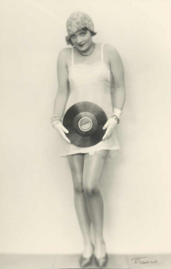 Helga Paris: Aus der Serie Berliner Kneipen,1975. © Staatliche Museen zu Berlin,Kunstbibliothek, Ein Foto kommt selten allein