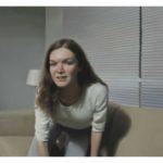 GIRL ON COUCH, Jonathan Wateridge, Colony, Galerie Michael Haas