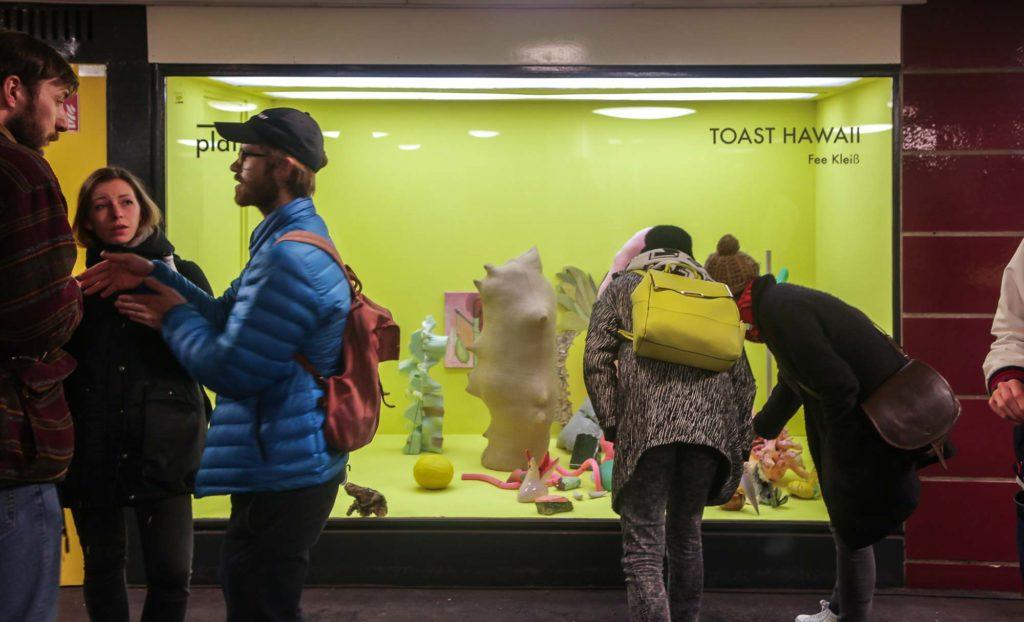Platform-Berlin - aktuelle Installation Toast Hawaii von Fee Kleiß
