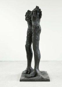 Stella Hamberg, à travers la tête, 2017, Bronze, patiniert, 235 x 86 x 89 cm, Foto Mick Vincenz