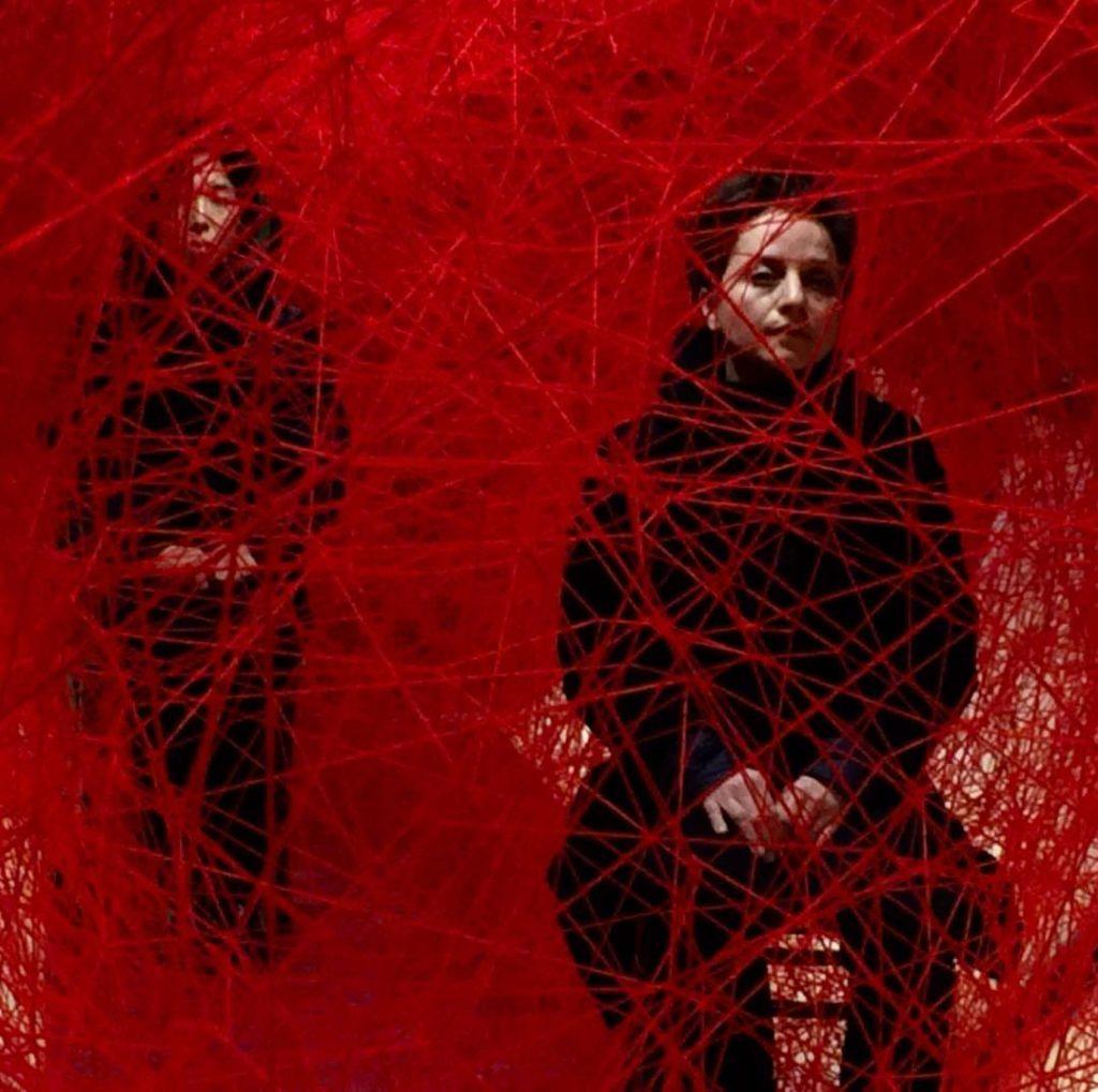 "Chiharu Shiota ""Life Lines"" : Kunst trifft Revolution"