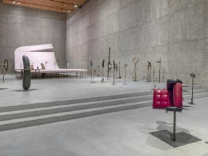 "KÖNIG GALERIE präsentiert die Einzelausstellung ""The Serious Life of a Ridiculous Man"" von Erwin Wurm"