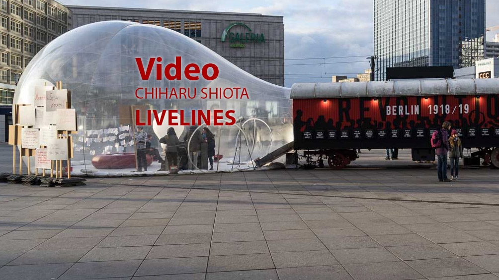Video: Installation Livelines von Chiharu Shiota am Alexanderplatz