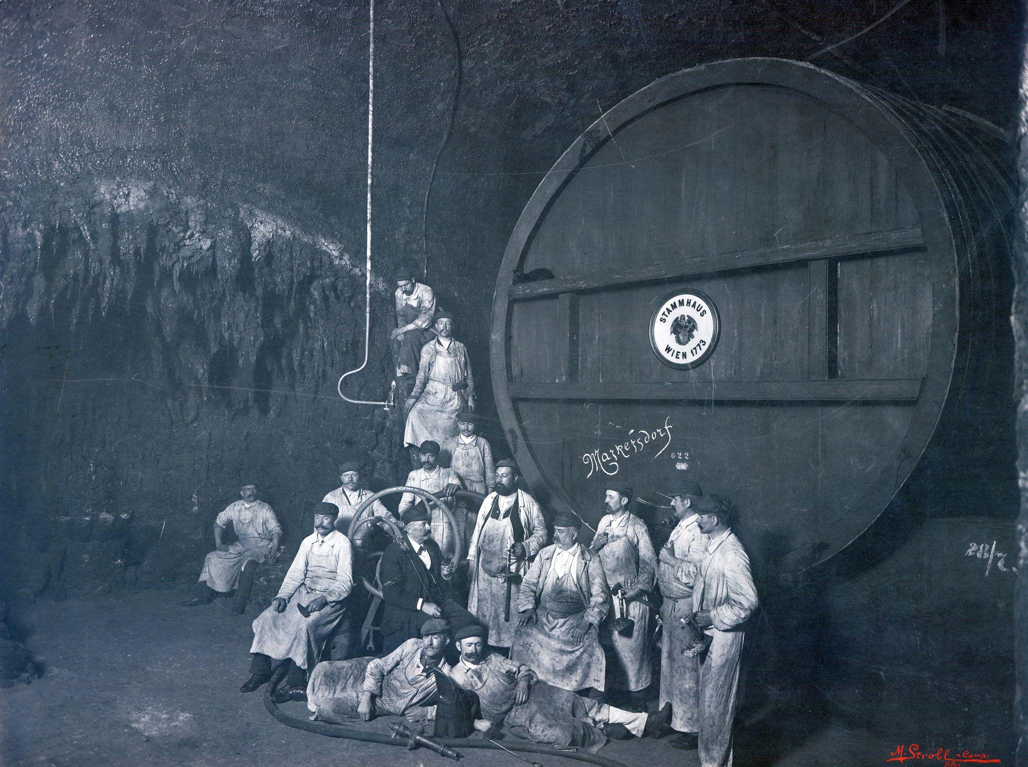 Marianne Strobl Weinkellerei Franz Leibenfrost & Co., Wien, 1912, Silbergelatine © Sammlung Dr. Christian Brandstätter