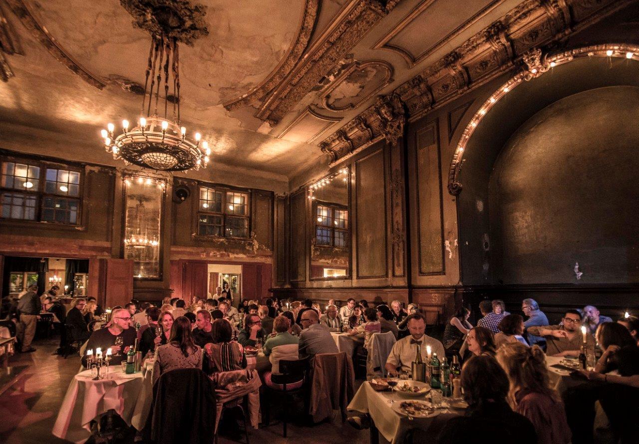 Clärchens, Spiegelsaal, abends ©Bernd Schönberger