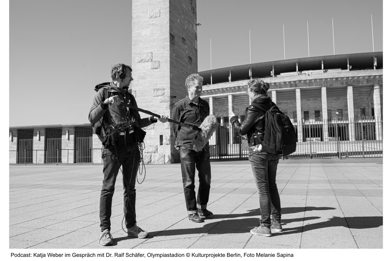 Mai Podcast Katja Weber im Gespräch mit Dr. Ralf Schäfer, Olympiastadion ©Kulturprojekte Berlin, Foto Melanie Sapina