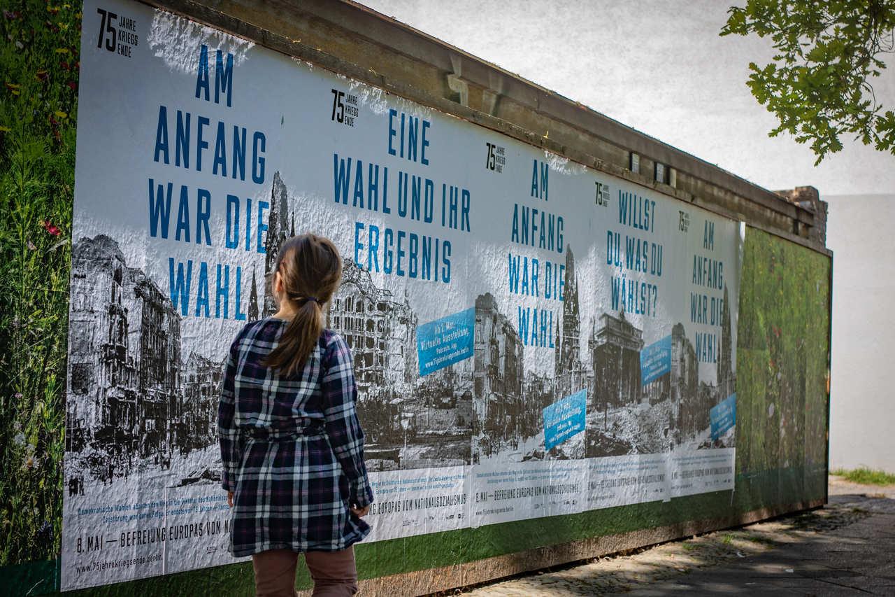 Mai Berlin Kampagne 75 Jahre Kriegsende 2_Kulturprojekte Berlin, Foto Christian Kielmann