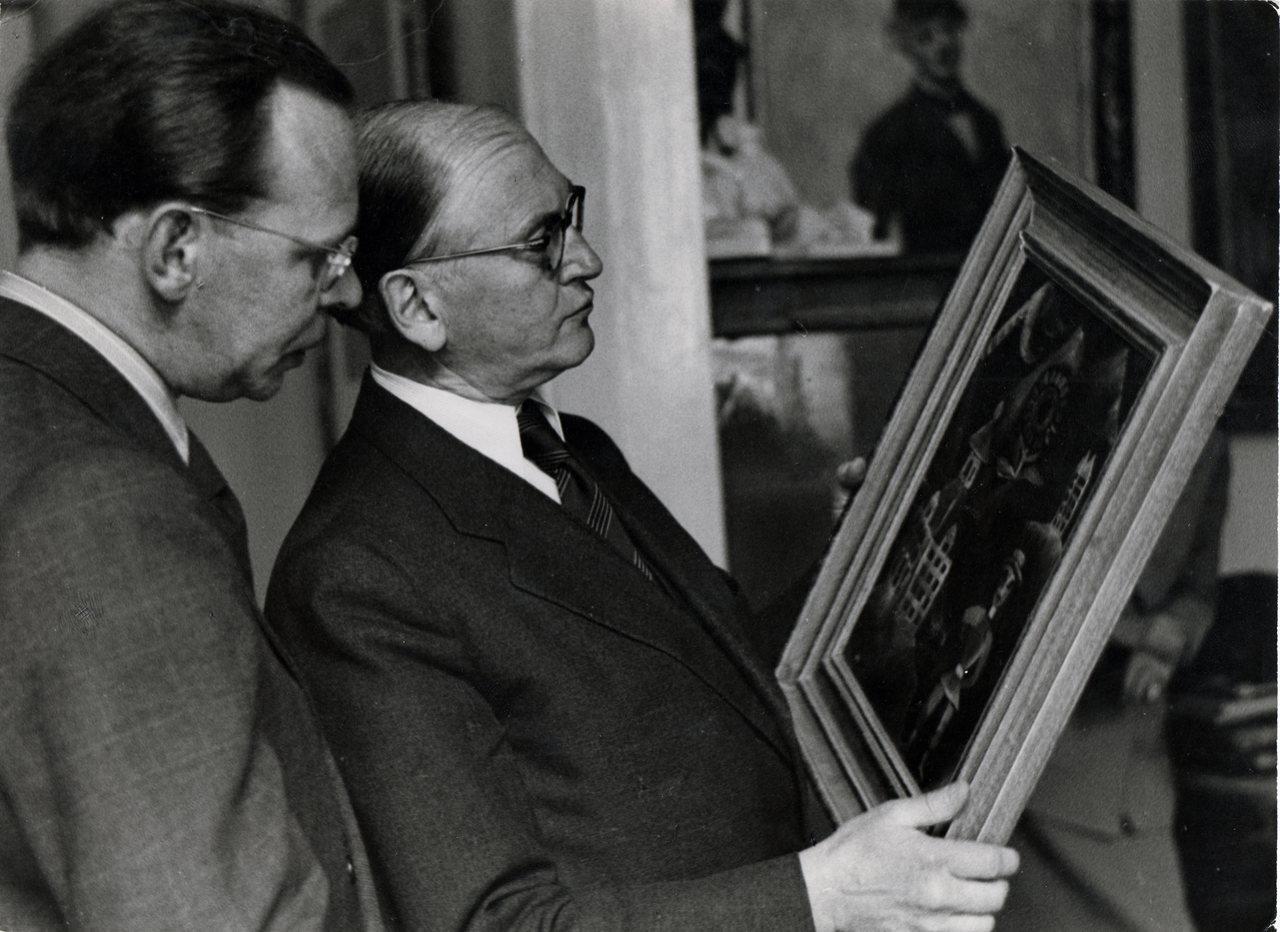"""Ausstellung """"Provenienzen. Madeline-Winkler-Betzendahl_Ferdinand-Möller-mit-Schulhaus_1949_Berlinische-Galerie"""