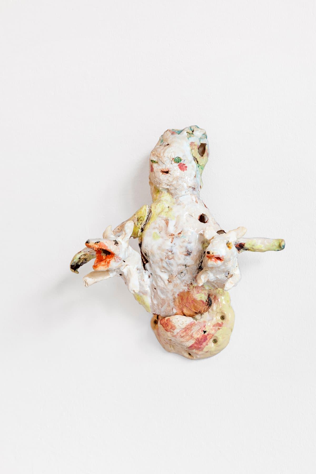 Asana Fujikawa, ein Kind, 2021, Keramik, 29 x 27 x 20 cm, Foto: Fred Dott, Hamburg