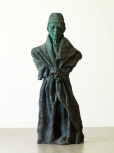 Vater Staat, 2010, Patinierte Bronze, 373 x 155 x 110 cm, Foto: Nic Tenwiggenhorn